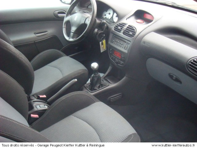 peugeot 206 cc 2 0l 16s 2002 occasion auto peugeot 206 cc. Black Bedroom Furniture Sets. Home Design Ideas