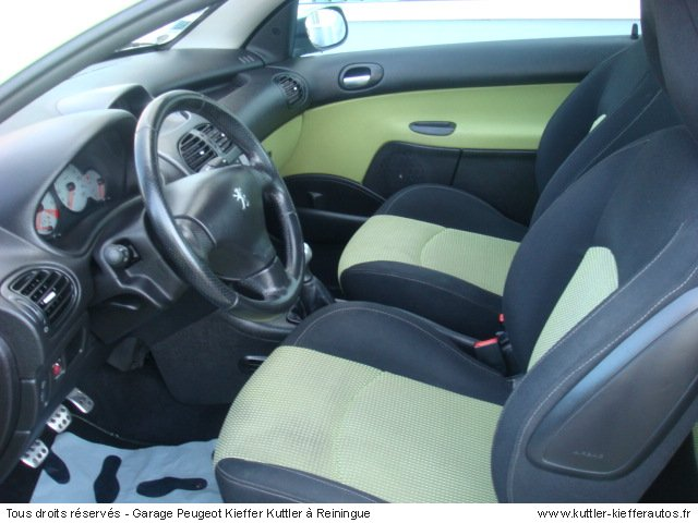 peugeot 206 cc 2l 16v 2002 occasion auto peugeot 206 cc. Black Bedroom Furniture Sets. Home Design Ideas