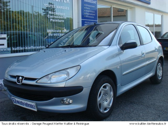 PEUGEOT 206 1.6L 16V ESSENCE 2001 - Voiture d'occasion